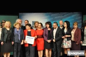 """Фотогалерия: """"Америка за България"""" дари 2,6 млн. лева на 23 училища за обновяване на учебната среда"""